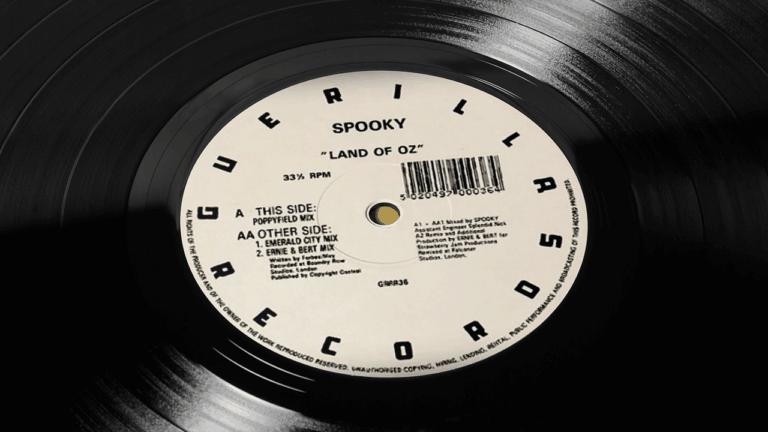 Spooky-Land-of-Oz-Vinyl-Centre-CloseUp-1